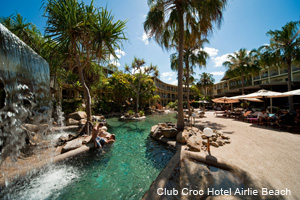 Club Croc Hotel Airlie Beach Pool